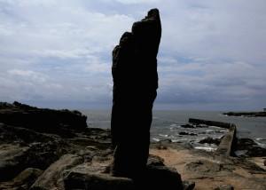 Menhire der Bretagne, Menhire an Küsten, Pierre Longue B